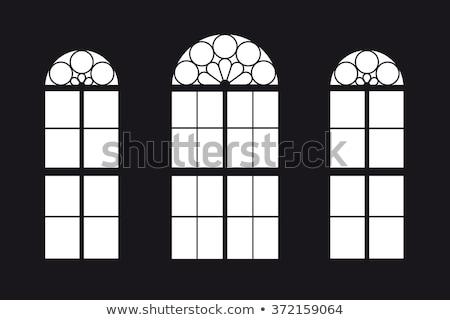 3 ·  · 窓 · 石の壁 · 反射 · 森林 · 家 - ストックフォト © elxeneize