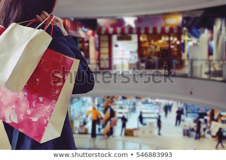 vrouw · genieten · winkelen · supermarkt · aantrekkelijk · jonge · vrouw - stockfoto © stokkete