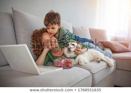 vrouw · woonkamer · video · game · kinderen · vrouwelijke - stockfoto © is2