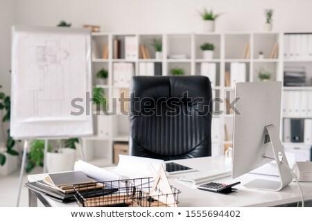 Local de trabalho secretária preto couro poltrona Foto stock © pressmaster