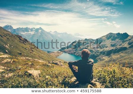 Homme paysage marche sac à dos Retour espace Photo stock © gemphoto