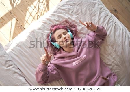 fille · musique · adolescente · écouter · de · la · musique · casque · femme - photo stock © KMWPhotography