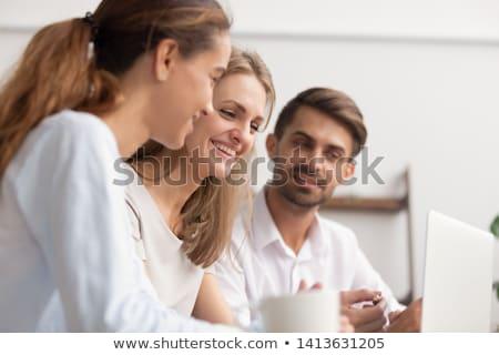 Una buena noticia pantalla femenino ejecutivo portátil excitado Foto stock © HASLOO