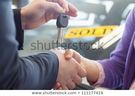 Persoon handen schudden uitverkocht auto toonzaal Stockfoto © wavebreak_media