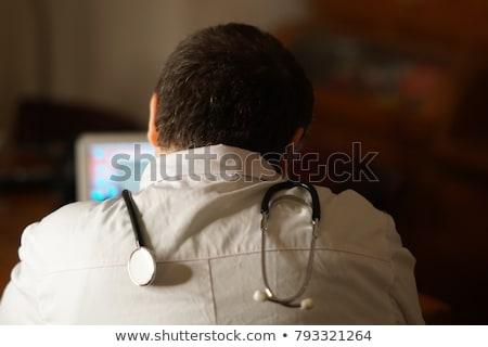 mosolyog · háziorvos · ír · orvosi · lemez · férfi - stock fotó © hasloo