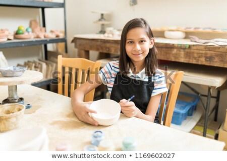 portret · meisje · schilderij · kom · aardewerk · workshop - stockfoto © wavebreak_media