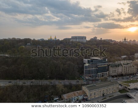 山 · 住宅の外観 · アパート · 屋外 · 建物 · 建設 - ストックフォト © artjazz