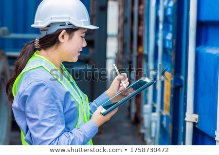 Mujer de negocios de trabajo tableta global base de datos oscuro Foto stock © ra2studio