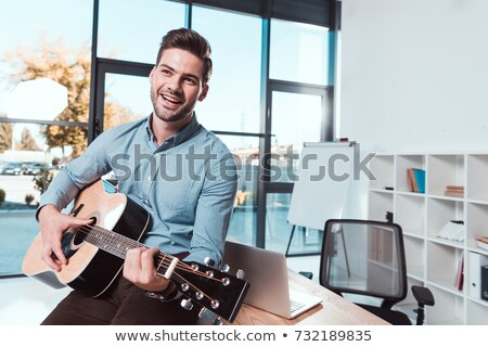 jungen · gut · aussehend · Geschäftsmann · spielen · Gitarre · Büro - stock foto © elnur
