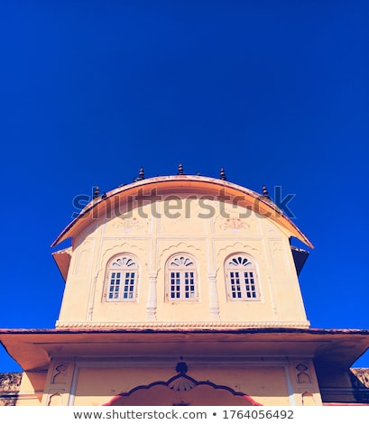 três · windows · stonewall · reflexão · floresta · casa - foto stock © calvste