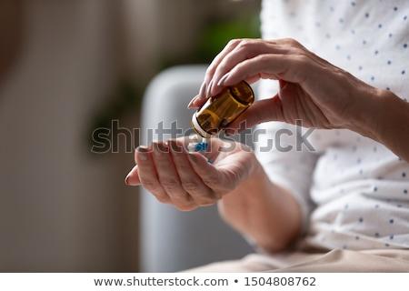 Enfermera medicamentos recetados hospital vestido mano Foto stock © Klinker