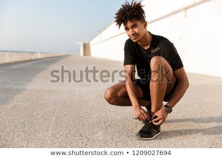 Erős fiatal afrikai férfi sportruha fekvőtámasz Stock fotó © deandrobot
