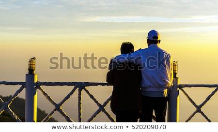 bonitinho · maduro · casal · de · mãos · dadas · praia - foto stock © dolgachov