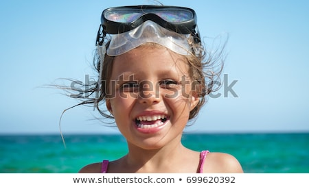 pequeno · feminino · criança · retrato · praia · belo - foto stock © dotshock