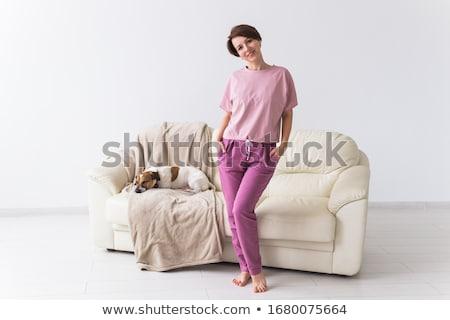 csinos · áll · nő · megnyugtató · kényelmes · párna - stock fotó © wavebreak_media