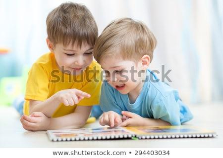 Boldog testvérek olvas könyvek padló otthon Stock fotó © wavebreak_media
