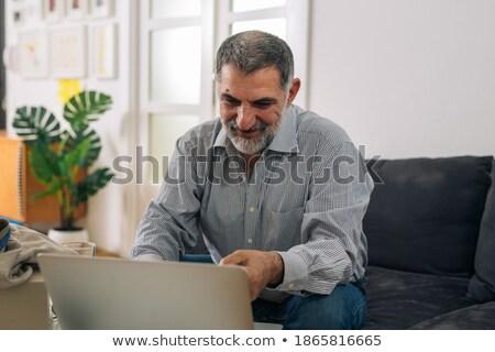 Barbudo homem cartão de crédito óculos Foto stock © ozgur