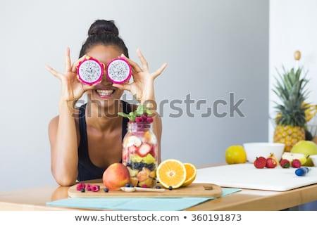 juguetón · mujer · frutas · ojos · cabeza · espalda - foto stock © stryjek