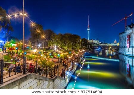 múzeum · sziget · Berlin · hajnal · víz · épületek - stock fotó © elxeneize