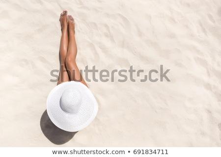 unbeschwert · Frau · Strand · weiß · hat · bikini - stock foto © stokkete