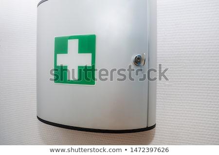 Ilk yardım tıbbi beyaz çapraz imzalamak kırmızı Stok fotoğraf © pxhidalgo