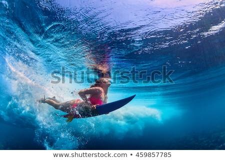 Férfi szörfös szörfözik tábla tengerpart hátulnézet Stock fotó © deandrobot