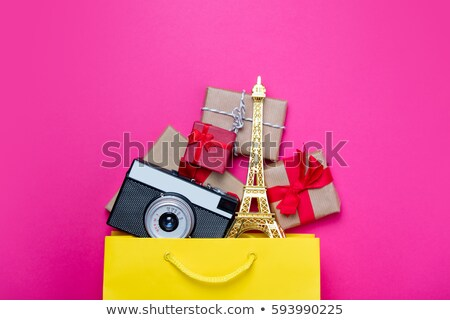 Wieża Eiffla zabawki kamery prezenty torbę na zakupy Zdjęcia stock © Massonforstock