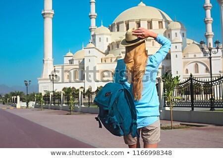 Reiziger vrouw moskee jonge Verenigde Arabische Emiraten hemel Stockfoto © dashapetrenko