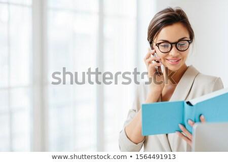 Fotografia zadowolony brunetka kobieta przezroczysty okulary Zdjęcia stock © vkstudio