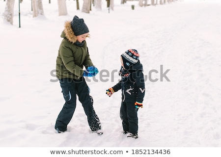 Dois crianças jogar parque floresta neve Foto stock © robuart