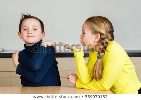 Foto stock: Bonitinho · menina · beijando · irmão · mulher · trabalhar