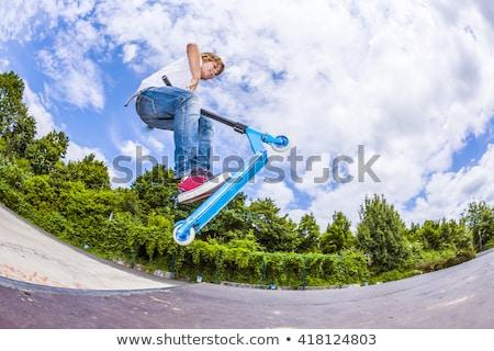 fiú · moped · cső · korcsolya · park · kéz - stock fotó © meinzahn