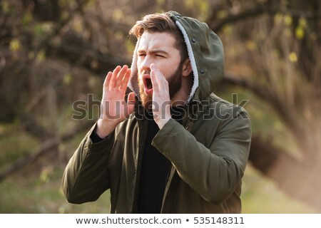 Foresta barbuto uomo chiamando aiuto immagine Foto d'archivio © deandrobot