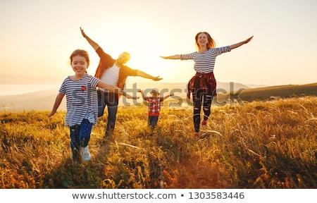 menina · feliz · papoula · campo · crianças · infância - foto stock © artfotodima