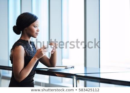 Photo stock: Femme · d'affaires · tasse · de · café · contre · jeunes · café