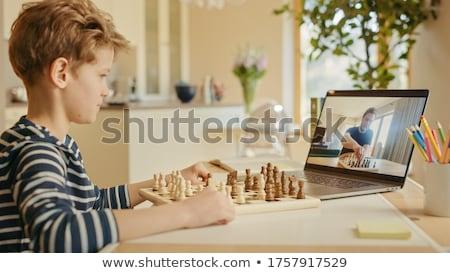homem · tabuleiro · de · xadrez · tabuleiro · de · xadrez · pensando · xadrez · estratégia - foto stock © kzenon