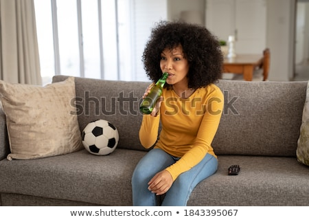 kadın · içme · bira · kız · el · saç - stok fotoğraf © lopolo