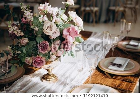 Hochzeitszeremonie besetzt Restaurant Innenraum Tabelle Hochzeitstorte Stock foto © robuart