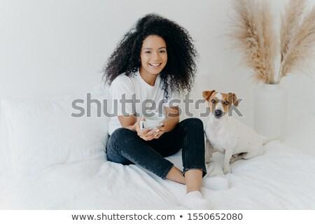 Aantrekkelijk afro amerikaanse vrouw dranken Stockfoto © vkstudio