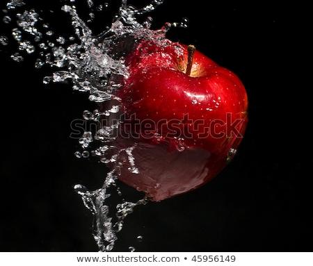 Zoetwater splash rode appel zwarte voedsel abstract Stockfoto © Raduntsev