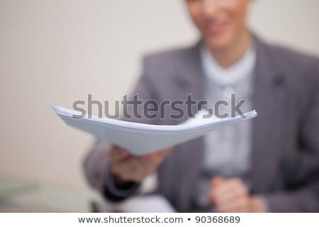 Papierkram jungen Geschäftsfrau Computer News Tabelle Stock foto © wavebreak_media
