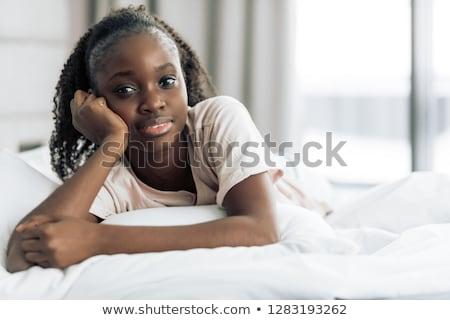улыбающаяся · женщина · кровать · портрет · улыбаясь · домой - Сток-фото © wavebreak_media