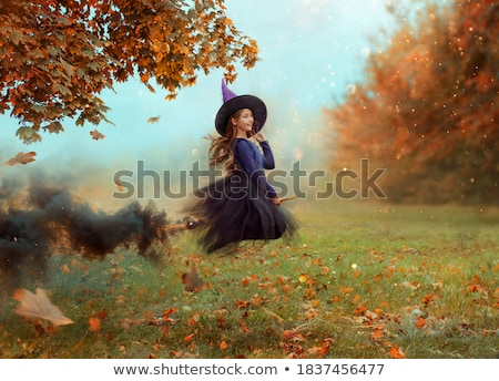 Sorridere strega viola gothic halloween costume Foto d'archivio © Elisanth
