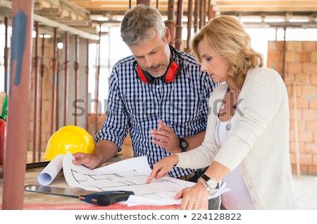bouwer · architect · bespreken · plannen · gebouw · schoonheid - stockfoto © highwaystarz