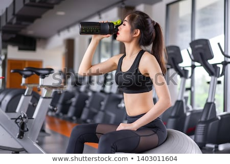Musculação potável proteína tremer água Foto stock © Jasminko