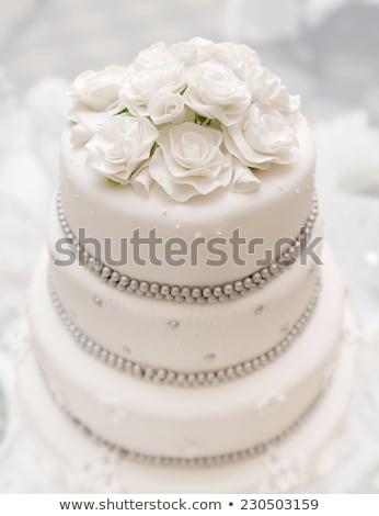 Mooie heerlijk witte bruidstaart bruiloft dag Stockfoto © ruslanshramko