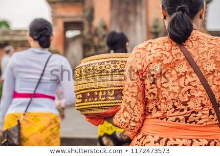 Pessoas tradicional roupa religioso templo Foto stock © galitskaya