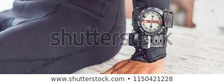 Fiatal búvár vízalatti iránytű búvárkodik szalag Stock fotó © galitskaya