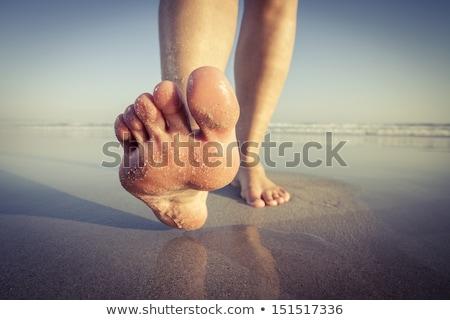 közelkép · láb · tengerpart · anya · fiú · visel - stock fotó © ElinaManninen