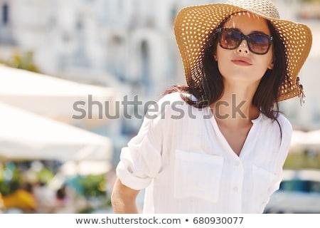 Bescherming tegen de zon mooie vrouw room benen strand mode Stockfoto © remik44992